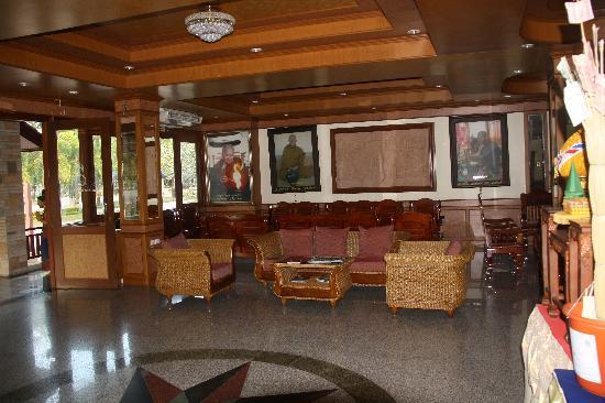 Siam River Resort: Lobby Sitting Area