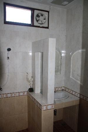 Siam River Resort: Bathroom/Shower