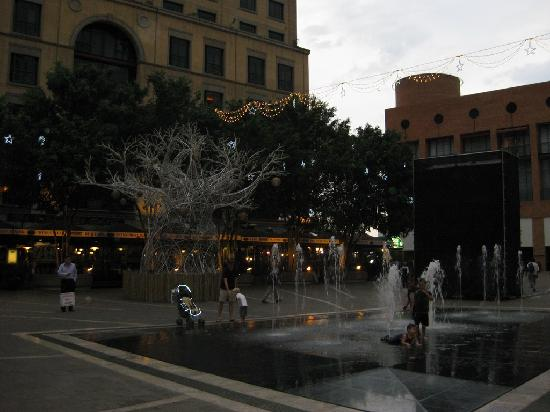 Sandton, Afrika Selatan: Dawn at Mandela Square