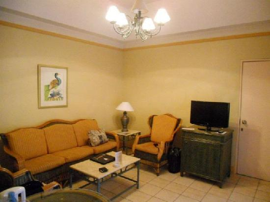 Aryaduta Lippo Village: Living room at Cabana Suite