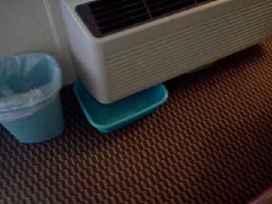 Americas Best Value Inn and Suites : air condition room 201