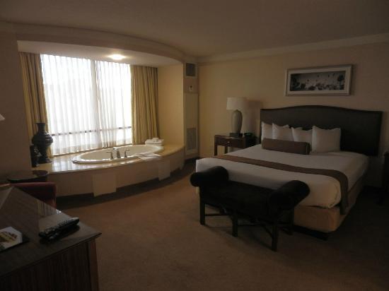 Gentil Rio All Suite Hotel U0026 Casino: Carioca Suite Bedroom With Jacuzzi
