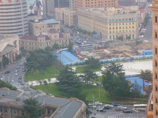 Dalian Zhongshan Square: ホテルの部屋から中山公園
