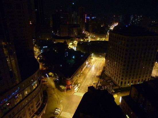 Dalian Zhongshan Square: ホテルの部屋から中山公園(夜景)