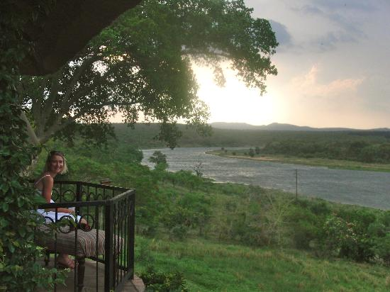 Buhala Lodge: relaxing on the veranda