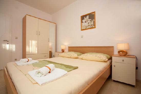 Villa Vrbat: Room with king size bed