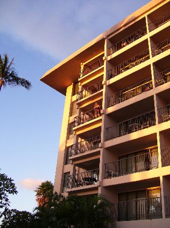 Kihei Akahi: Building D - looking up at condo