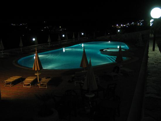 Defensola, Italië: La piscina di notte