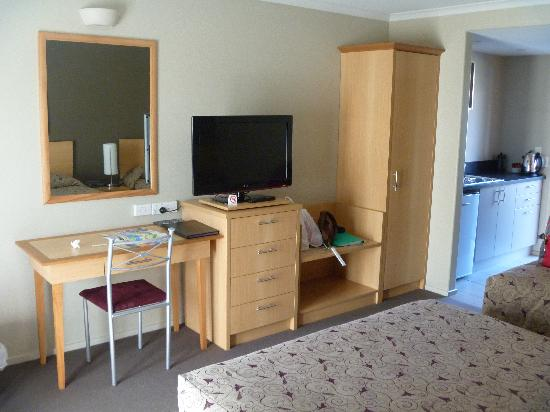 Queenstown Motel Apartments: lcd tv
