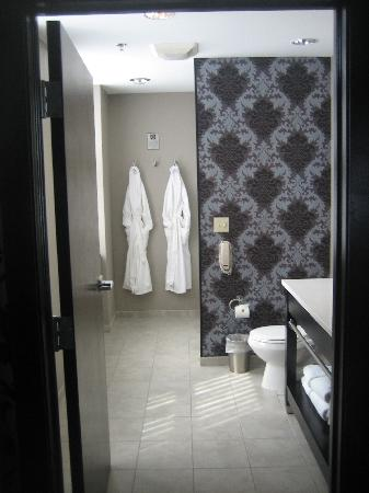 The Giacomo: Bathroom