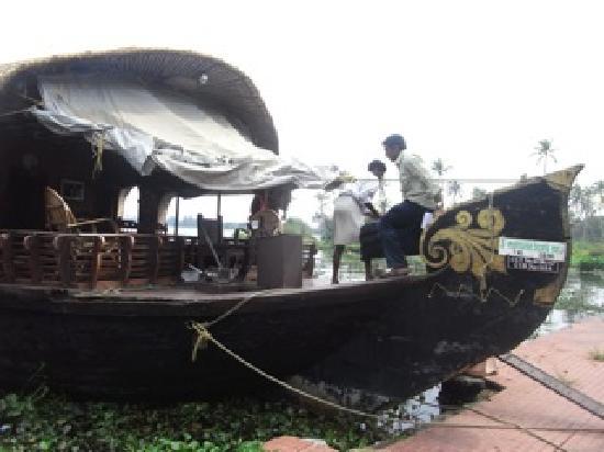 โซมาธีแรมเอยูรเวดารีสอร์ท: Soma Houseboat