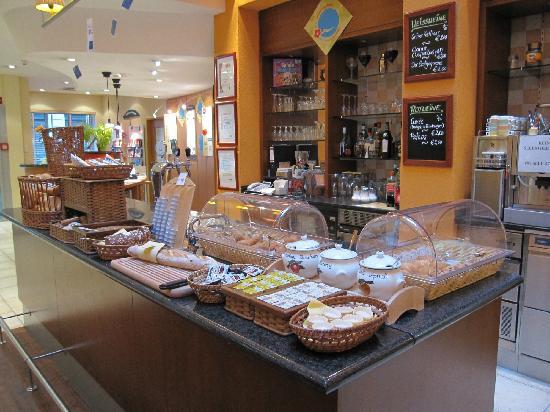 Ibis Wien City: Buffet de desayuno