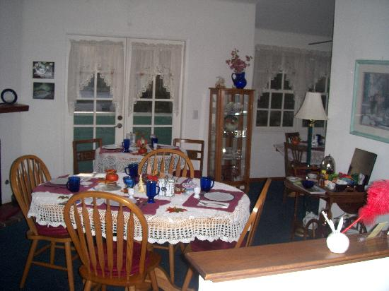 A Beach Bed and Breakfast and Vacation Condo at the Elsbree House: Lovely breakfast nook