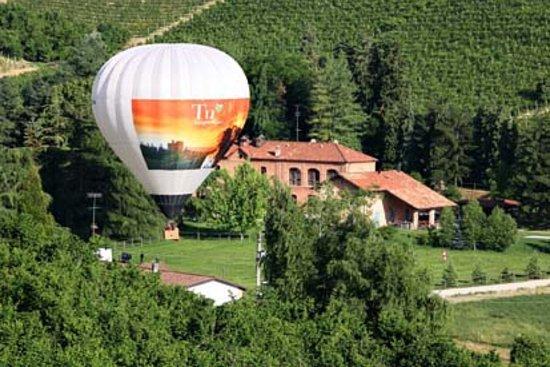 In Balloon Exclusive Flights: Decollo mongolfiera da Santa Vittoria