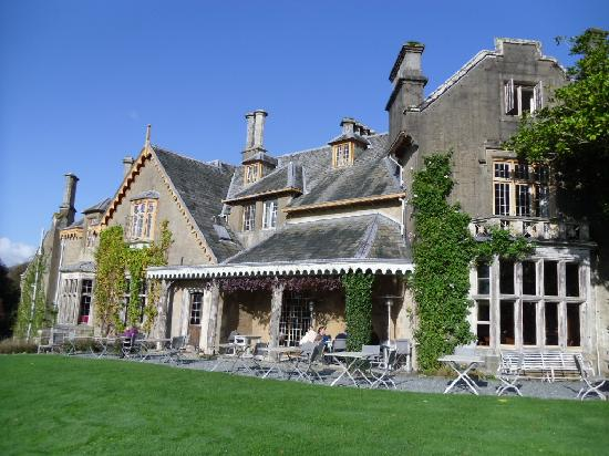 Hotel Endsleigh: Breakfast just outside hotel in November!