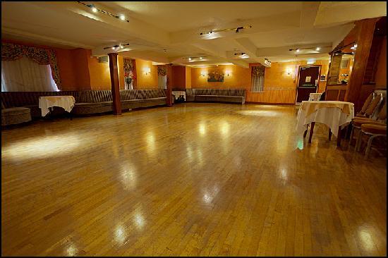 The Queens Hotel: GROSVENOR BALLROOM