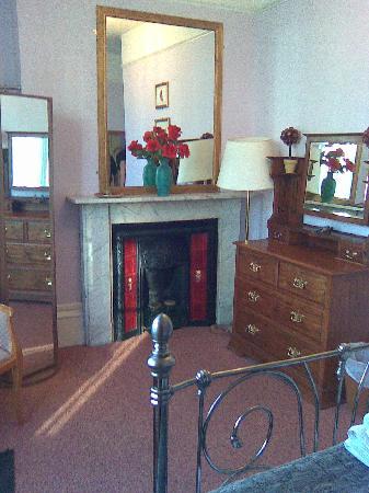 Lichfield House : Beautiful fireplace and decor