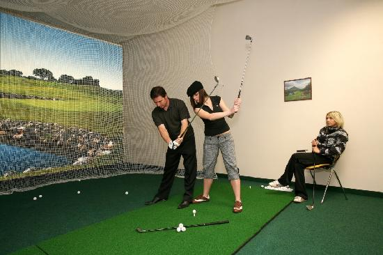 Hotel Fit: Indoor Golf - Driving Range