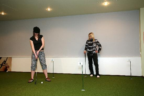 Hotel Fit: Indoor Golf - Putting Green