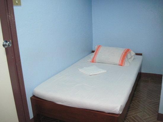 Aveflor Inn and Restaurant: bed