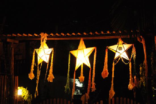 Ock Pop Tok Villa: The entrance to the grounds decorated in traditional stars