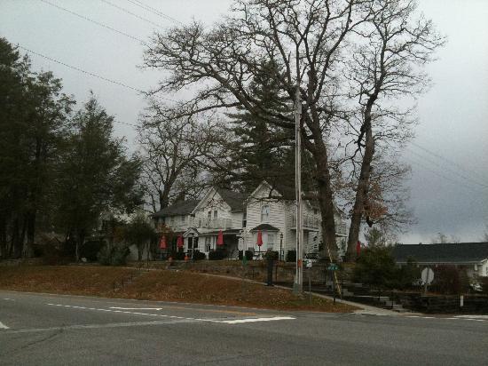 Main Street Inn Highlands: The Main Street Inn & Cottage