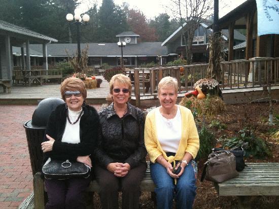 Main Street Inn Highlands : Faye, Linda & Jean