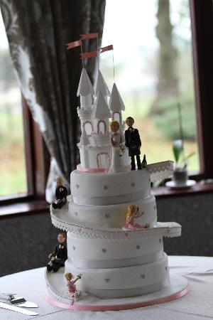 BEST WESTERN Dryfesdale Country House Hotel: Our Beautiful Cake