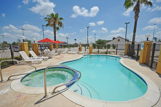 Comfort Suites Near the Woodlands: Pool Area