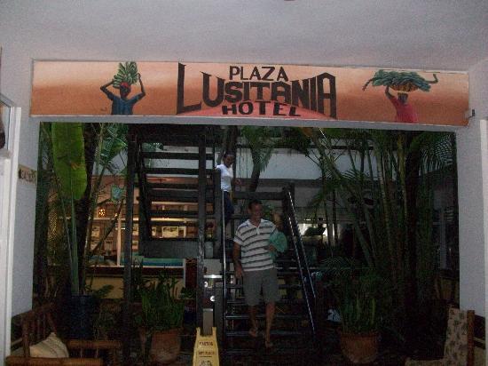 Plaza Lusitania: Entrada principal hotel