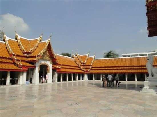...Dachkonstruktion... - Picture of Wat Benchamabophit (The Marble Temple), B...