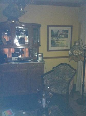 Shelburne Inn: sitting area of suite.