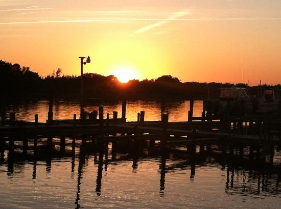 Pecan Tree Inn: Sunset on the Beaufort waterfront
