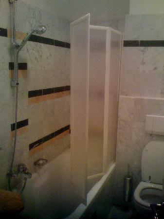 Hotel Shelley Delle Palme: Bathroom of Rm 208