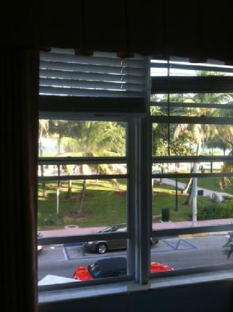 Avalon Hotel: old window treatments and no soundproofing