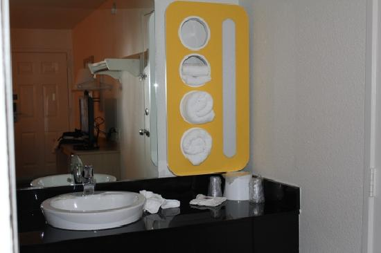 Motel 6 Coeur D'Alene: Bathroom