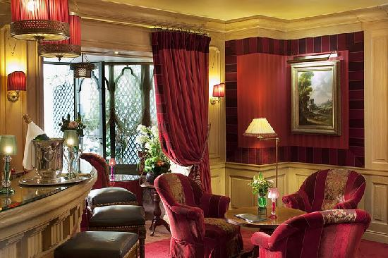 Chambiges Elysees Hotel: The bar 2