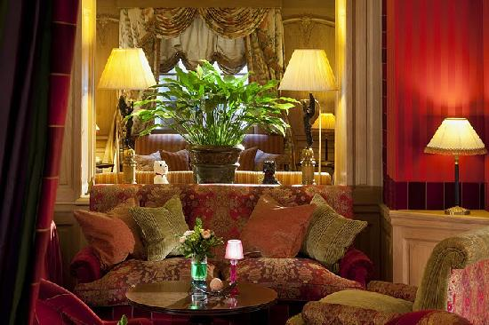 Chambiges Elysees Hotel: the bar