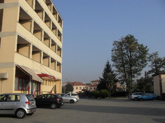 Hotel Europa : fachada e estacionamento
