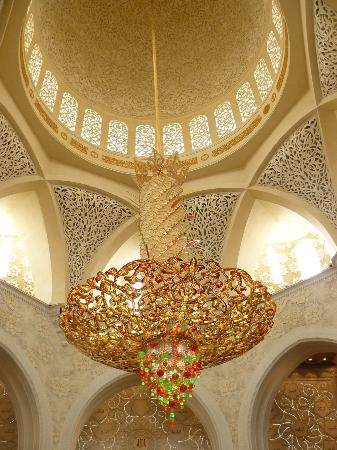 Sheikh Zayed Grand Mosque-a large chandelier - Picture of Sheikh ...