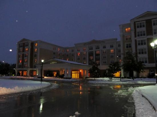 Wyndham Gettysburg : Wyndham, Gettysburg front view on that snowy evening in October 2011