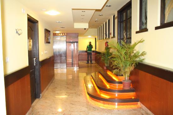 Hotel Crystal Paark Inn: Interior