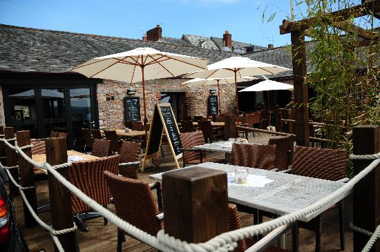 The Quay Brasserie: Outdoor Dining Area