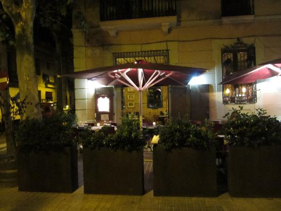 La Tertulia: The Tertulia restaurant by night