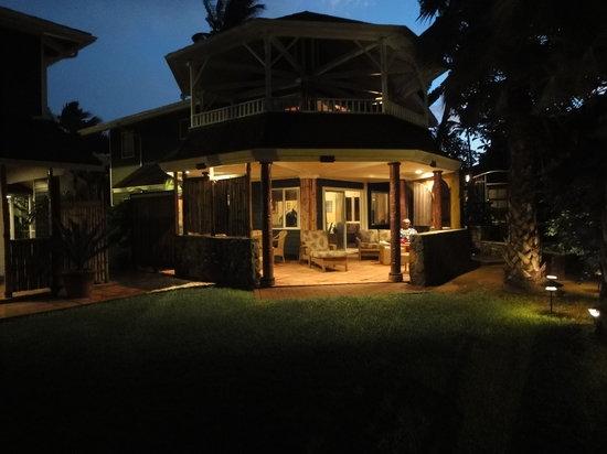 Mama's Fish House: Beachfront cottage