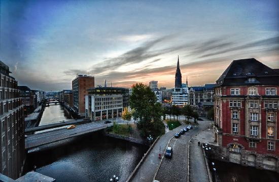 Steigenberger Hotel Hamburg: View from the room, fantastic sunrise