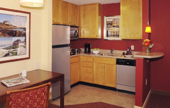 Residence Inn Newport Middletown: Suites with kitchens