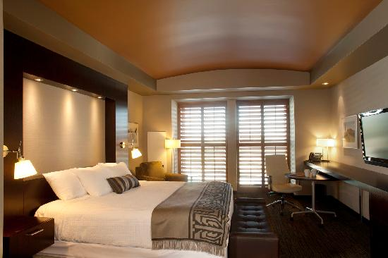 The Deluxe King Room at Talking Stick Resort in Scottsdale fuse a contemporary feel with Sout