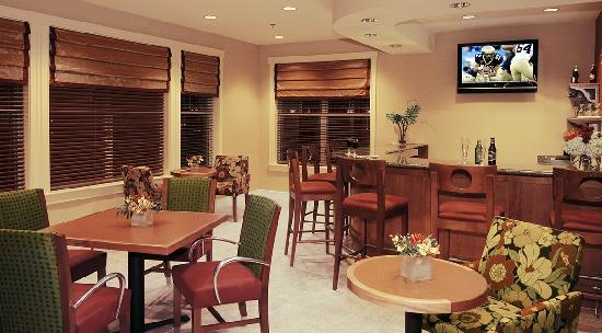 Residence Inn Newport Middletown: Beer & Wine Bar
