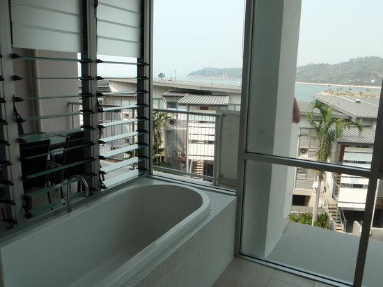 Grand Mercure Apartments Magnetic Island: bath